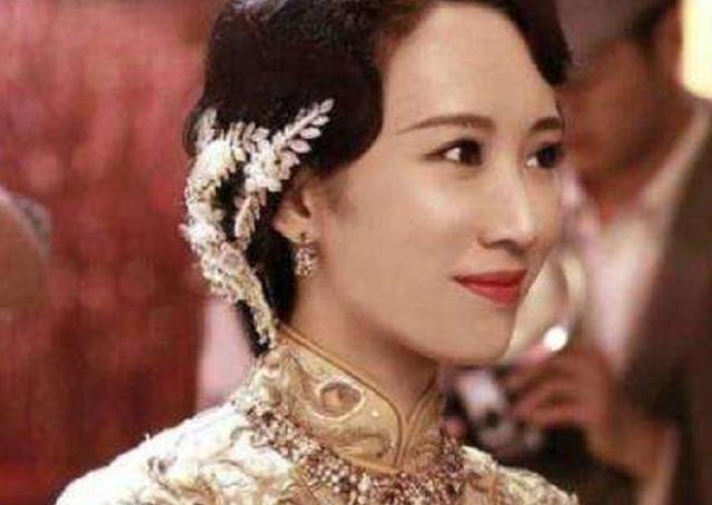 上海灘最傳奇的女子,16歲出道,左右逢源成幫主,但下場很難看