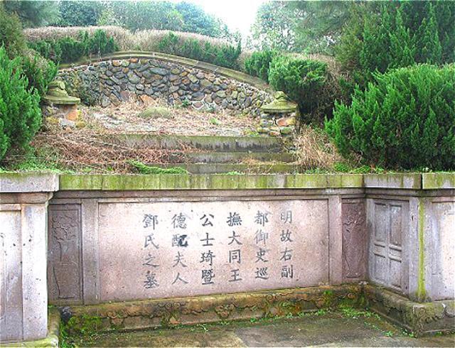 浙江挖出明代一清官墓,死后僅以草席下葬,竟出土10億珍寶?