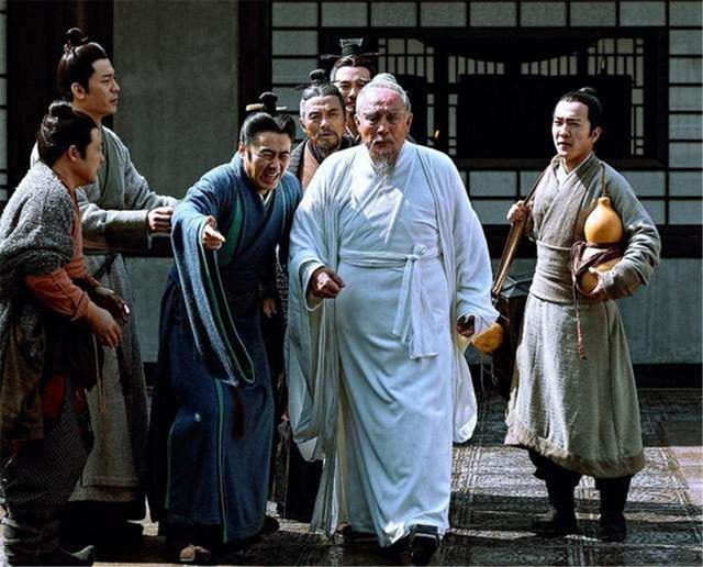 華佗真是被冤殺的?看過此正史才發現,我們冤枉曹操1800多年