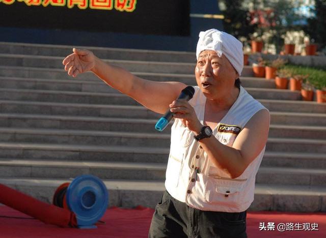 漢代藝術家好純樸,赤裸上身光著腳丫,神似系白羊肚手巾的陜北人